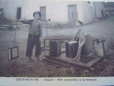 Carte postale Cochinchine Saïgon N ho Annamites à la fontaine enfants rare