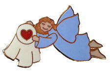 Pin Angel flying with a Quilt with a heart – Patchwork Anstecknadel Engel Quilt