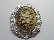 CAMEO PENDANT/BROOCH - ROSE BOUQUET