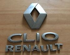RENAULT Clio REAR BADGE LOGO EMBLEM 8200469132 (a73)