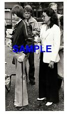 ORIGINAL PRESS PHOTO - JIMMY CONNORS LEFT LONDON WITH A GOLFING PUTTER - 1978
