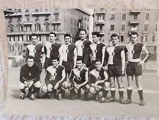 FOTO CARTOLINA CALCIO GENOVESE ANNI '40 SQUADRA SCHIERATA A GENOVA