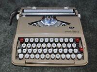 Vintage  SCM Smith-Corona CORSAIR Manual PORTABLE TYPEWRITER w/CASE