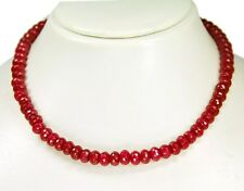 Wunderschöne Halskette aus Rubin-Jade in facettierter in Radform.