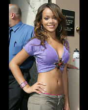 RIHANNA 8X10 PHOTO PICTURE PIC HOT SEXY BODY IN TINY HALF SHIRT CANDID 21