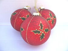 GISELA GRAHAM CHRISTMAS ANTIQUE RED GLASS BALL WITH HOLLY DECORATION X 3