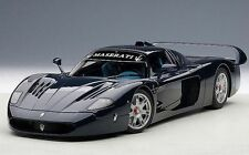 1:18 AUTOart Maserati MC12 Road Car, metallic blue +kostenlos1/18 Vitrine!