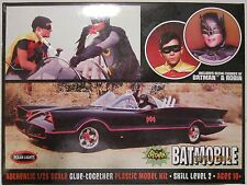 POLAR LIGHTS 1966 BATMOBILE SKILL LEVEL 2 WITH BATMAN AND ROBIN FIGURES