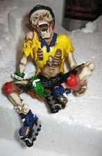Rollschuh Fahrer Skelett als Kantenhocker, x-treme Reihe