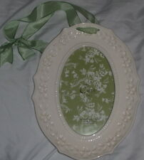 CARR FRAMES Oval White Porcelain Lace 4 x 6 Picture Frame with Ribbon (DE)
