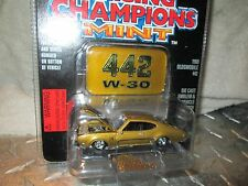 1969 OLDSMOBILE 442 W 30  MINT collector  Racing Champions motor trend  1:58