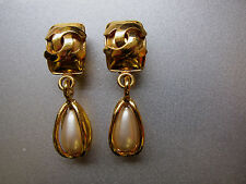 Original CHANEL Ohrclips gold mit Anhänger Perlmutt gold earclips with nacre