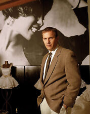 Kevin Costner UNSIGNED photo - G1419 - The Bodyguard