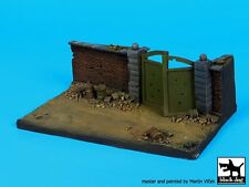 Black Dog 1/72 Wall Section with Gate Diorama Base (150mm x 90mm) D72024