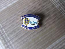 Leeds United V estac Troyes COPPA UEFA 2001 ROUND 2 football pin badge