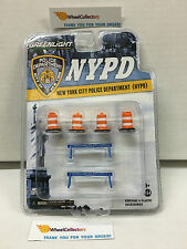 Greenlight * NYPD City Police * Accessory Pack * Barrels & Barricades