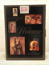 "**2000 OFFICIAL BARBIE COLLECTOR'S CLUB MEMBERSHIP KIT ""SUITS ME FINE"" NIB**"
