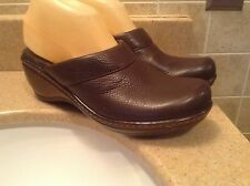 SOFT WALK BROWN LEATHER WEDGE SLIDE COMFORT CLOGS WOMEN'S SIZE 9.5 N