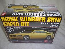 1/24 2008 DODGE CHARGER SRT-8 SUPER-BEE 4-DOOR SEDAN LINDBERG MODEL KIT-SEALED