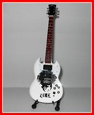 The CURE ROBERT SMITH GUITARE MINIATURE avec PORTRAIT et LOGO! Collection Gothic