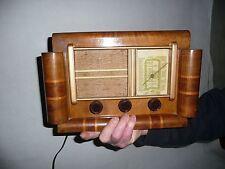 """petite radio en bois """"à oreilles"""" typiquement Française des années 50"""
