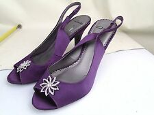 PAIR OF CLARKS SIZE 5 SHOES SANDALS OPEN PEEP TOE PURPLE DIAMONTE DECORATION