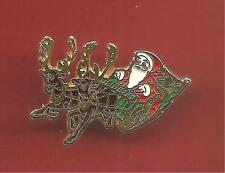 Pin's pin NOEL CHRISTMAS PERE NOEL SUR SON TRAINEAU (ref 003)