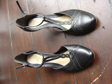 CLARKS LEATHER WOMEN ROUNDED TOE COURT SHOES WITH STRAPS SIZE 3.5 - 4