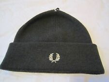 BNWT MEN'S FRED PERRY MERINO WOOL CUFFED BEANIE HAT  dark olive  laurel Wreath