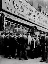 "*Postcard-""Crowd Gathers @ -TV/Radio/Phonograph- Electronic Store"" ...Classic"