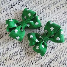 St Paddy's Day pigtail bows hair bows hair clips small emerald shamrocks toddler