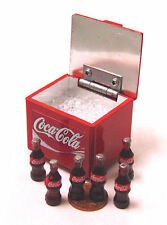 1:12 scala Coca Cola Cooler box + sollevamento COPERCHIO DOLLS HOUSE miniatura coke PUB