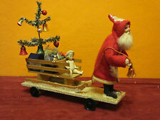 Uraltes Weihnachtziehspielzeug Weihnachtsmann mit Schlitten Erzgebirge um 1900