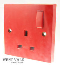 MEM/Eaton Intra Range - M521RED - 13a Single D/Pole Switched Socket In Red New