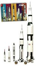 AMT 700 Man In Space NASA Apollo Saturn V Spacecraft 1/200 Model Rocket Kit Set