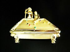 NEW GOLD BILLIARDS PIN POOL TABLE PLAYER HALL SHARK BROOCH BAR CUE BALLS EIGHT