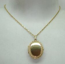 Pretty 9ct Gold Locket And Chain