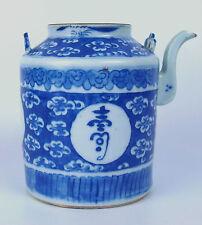 THÉIÈRE. PORCELAINE. HAND IN BLUE VITRAGE. CHINE. XVIII-XIX.