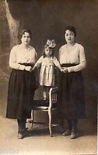 BL430 Carte Photo vintage card RPPC Femme mode fashion enfant debout chaise