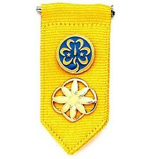 Girl Scout Daisy Insignia Tab w/ World Trefoil Pin & Daisy Membership Pin