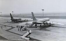 17248 REAL AIRCRAFT PHOTO Boeing 737 und TU 104 mit Rolltreppe CSA um 1970