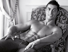 Cristiano Ronaldo UNSIGNED photo - B150 - TOPLESS!!!!!