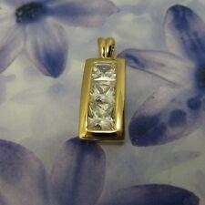 Pendentif Contemporain de Diamant Cz Carré 30mm Plaqué Or 18K Dolly-Bijoux