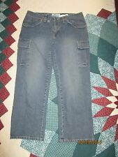 Old Navy stretch carpenter style capris sz 8 zippers on side bottom hem