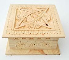 """Caja de almacenamiento tallado de madera para joyería, objetos pequeños de almacenamiento de 5,5"""" de ancho"""