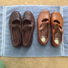 Womens Clarks and Earth Sole Shoes sz 9 1/2