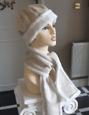 BNWT Absolutely Beautiful One Size Girls Cream Faux Suede Hat & Warm Scarf Set