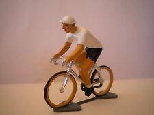 TRES BEAU COUREUR CYCLISTE MAILLOT BLANC VAINQUEUR TOUR D ALLEMAGNE  PLOMB 50 MM