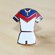 BLUE, RED & WHITE RUGBY LEAGUE V STYLE KIT ENAMEL BADGE - WAKEFIELD COLOURS