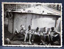 Soldaten bei Hütte rücks. beschrieben - Original Foto WK-2 Militär WW 2 (I-1871